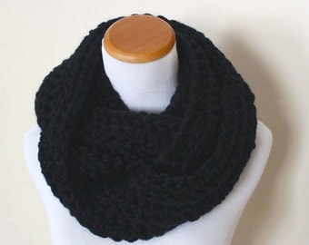 THE LYNX - Chunky Infinity Scarf, Wool Blend, Crochet Infinity Scarf / Black