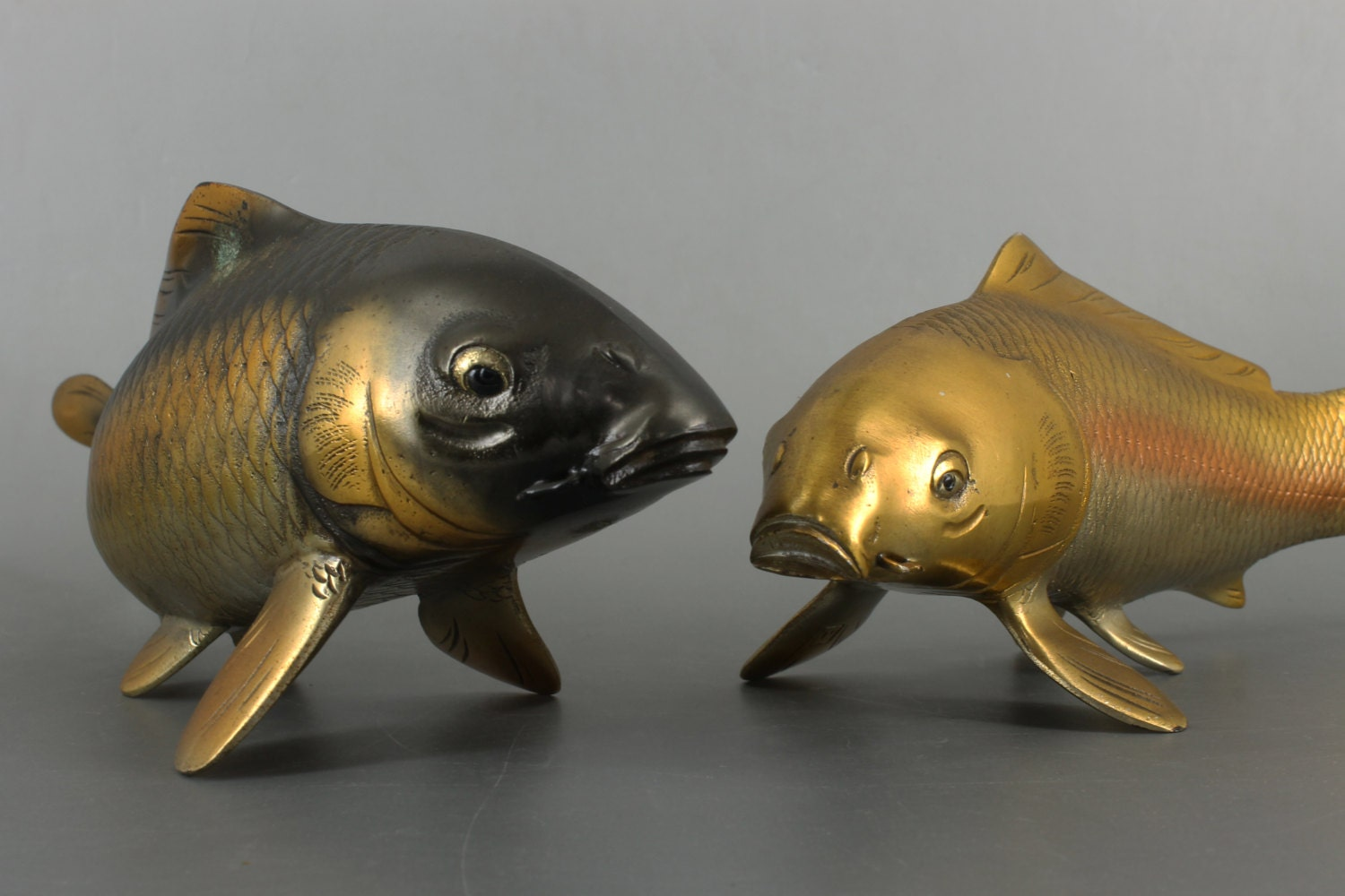 Japonais fine art bronze carpe koi poisson paire de noir et or for Poisson koy