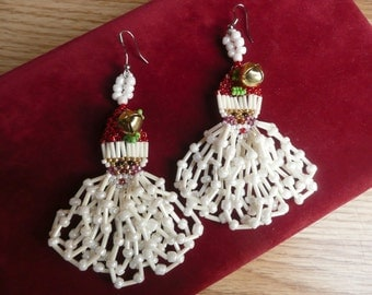 Vintage 80s 90s Kitsch Santa Beaded Dangle Holiday Christmas Earrings Long