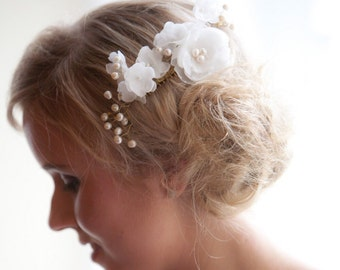 Pearl and flower bridal comb, Ivory bridal comb, Bridal hair comb, Ivory pearl and flower comb, Wedding hair accessories, Gold pearl comb