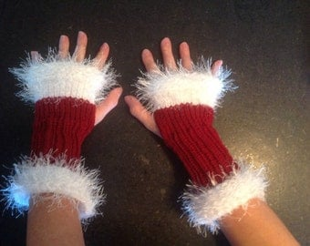 Santa Red and White Fingerless Gloves LOOM Pattern
