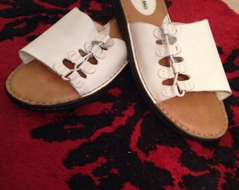 Vintage 1990's White Leather MinneTonka Flat Mules Ladies Size 12W USA