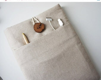 15 % ON SALE 17 Inch Macbook Sleeve - Padded Cover - Custom made to fit 17'' Laptop - Macbook Sleeve : Unique Wood Button