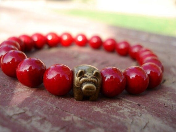 Pig Bracelet, Red Beaded Bracelet, Pig Charm Bracelet, Pig, Pig Jewelry, Gemstone Bracelet, Farm Animal Jewelry, Pig Collectibles, Stretch