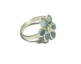 Silver ring with blue flower in resin