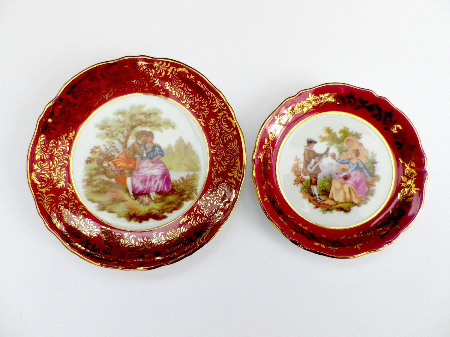 2 limoges pin dishes fragonard courting couples red and gold. Black Bedroom Furniture Sets. Home Design Ideas