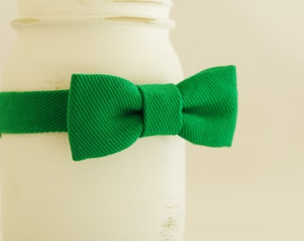 Green bow tie, St Patrick's Day bow tie, green baby bow tie for St Patrick's prop, green boys bow tie, green infant bow tie - made to order