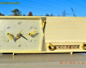 IVORY Retro Jetsons Vintage 1958 Westinghouse Model 645T6 AM Tube Clock Radio Works!
