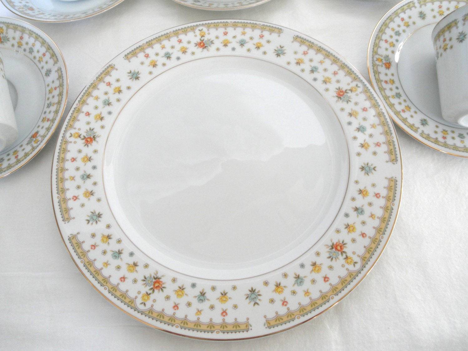 Garden Bouquet Dinner Plate Fine China Japan Floral French
