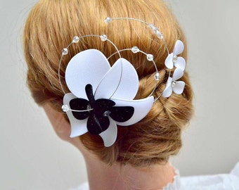 Swarovski bridal headpiece Simple fascinator Head piece White and black fascinator Flower headpiece Wedding hair comb