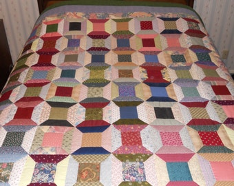 Queen sized Hand-quilted multi-color Spool Quilt
