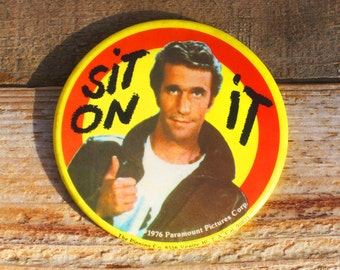 Vintage 70s LG The Fonz Sit On It Happy Days Pinback Button