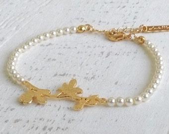 Pearls & Gold Bracelet, Pearl Bracelet, Gold Bracelet, Bridesmaid Gifts, Bridal Jewelry, Prom Bracelet, Flower Girl, Wedding Bracelet