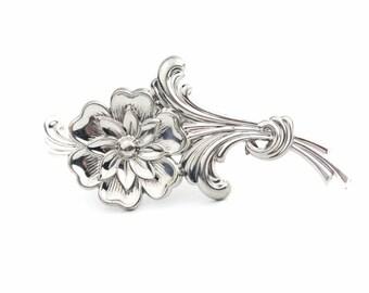 Silver Tone Flower Brooch / b11