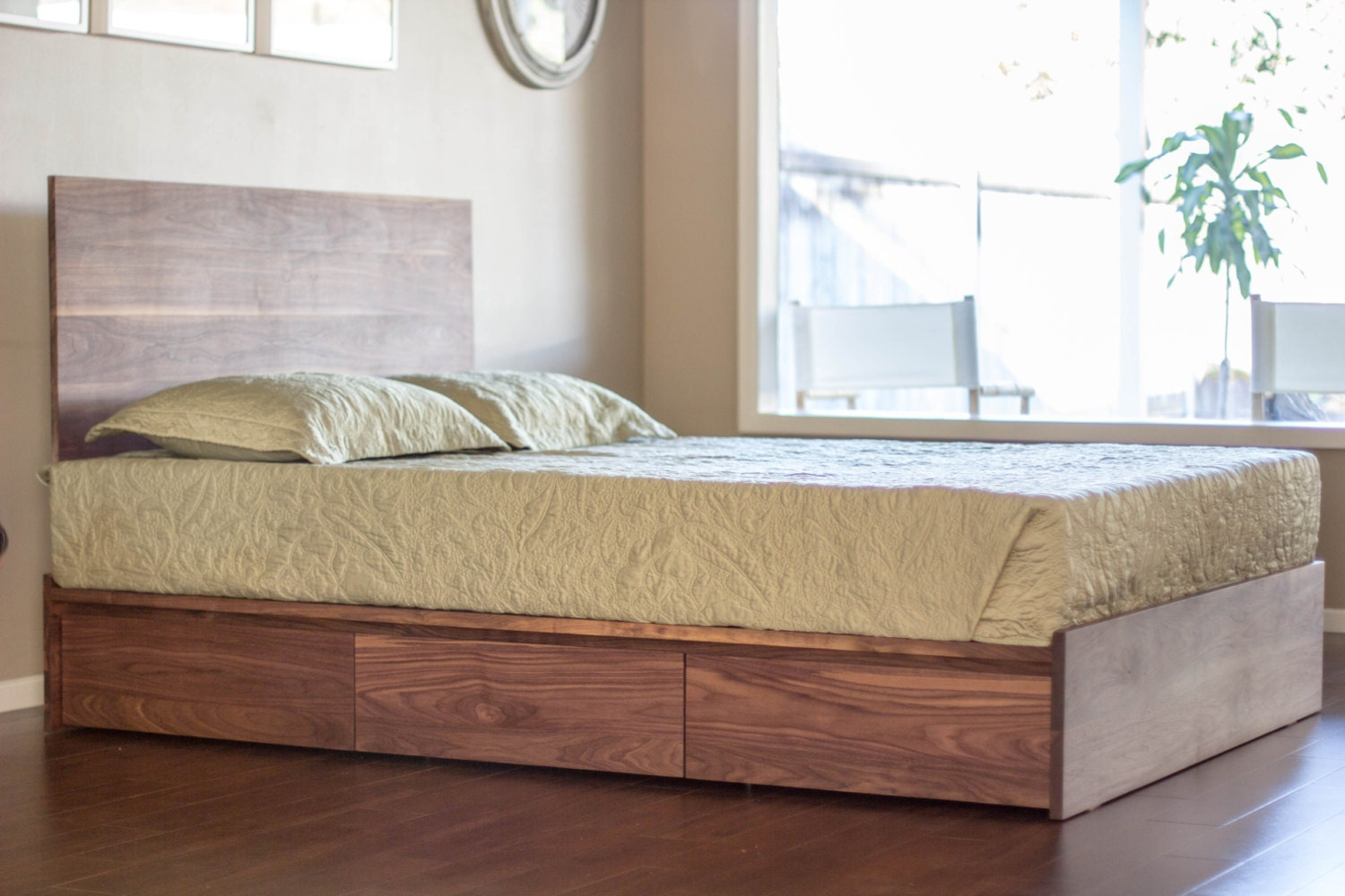 Case bed platform style with 6 large storage drawers - Best platform beds with storage ...