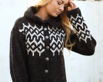 Handknitted cardigan made of 100% icelandic wool