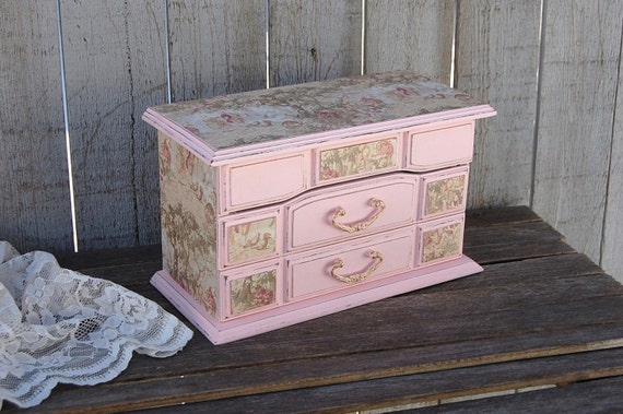 Shabby chic jewelry box pink toile gold upcycled hand for Toile shabby chic