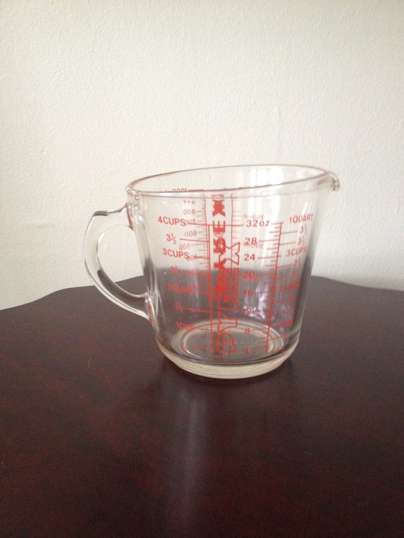 vintage pyrex 4 cup glass measuring cup with red lettering d. Black Bedroom Furniture Sets. Home Design Ideas