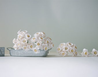 Paper flower, 25 pcs. Daffodils size  2.5 cm.,white color.