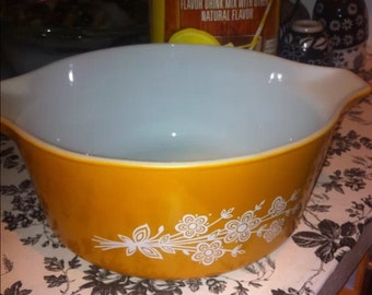 Vintage golden Pyrex bowl