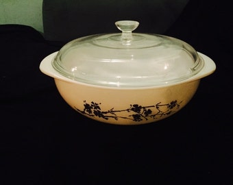 Vintage Pyrex gold and cream bowl