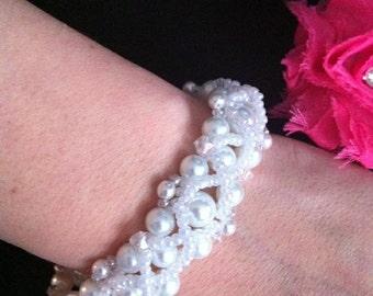 Beautiful Pearl Bracelet/Wedding/Bride/Bridesmaid/Maid of Honor/Gifts/Bridal