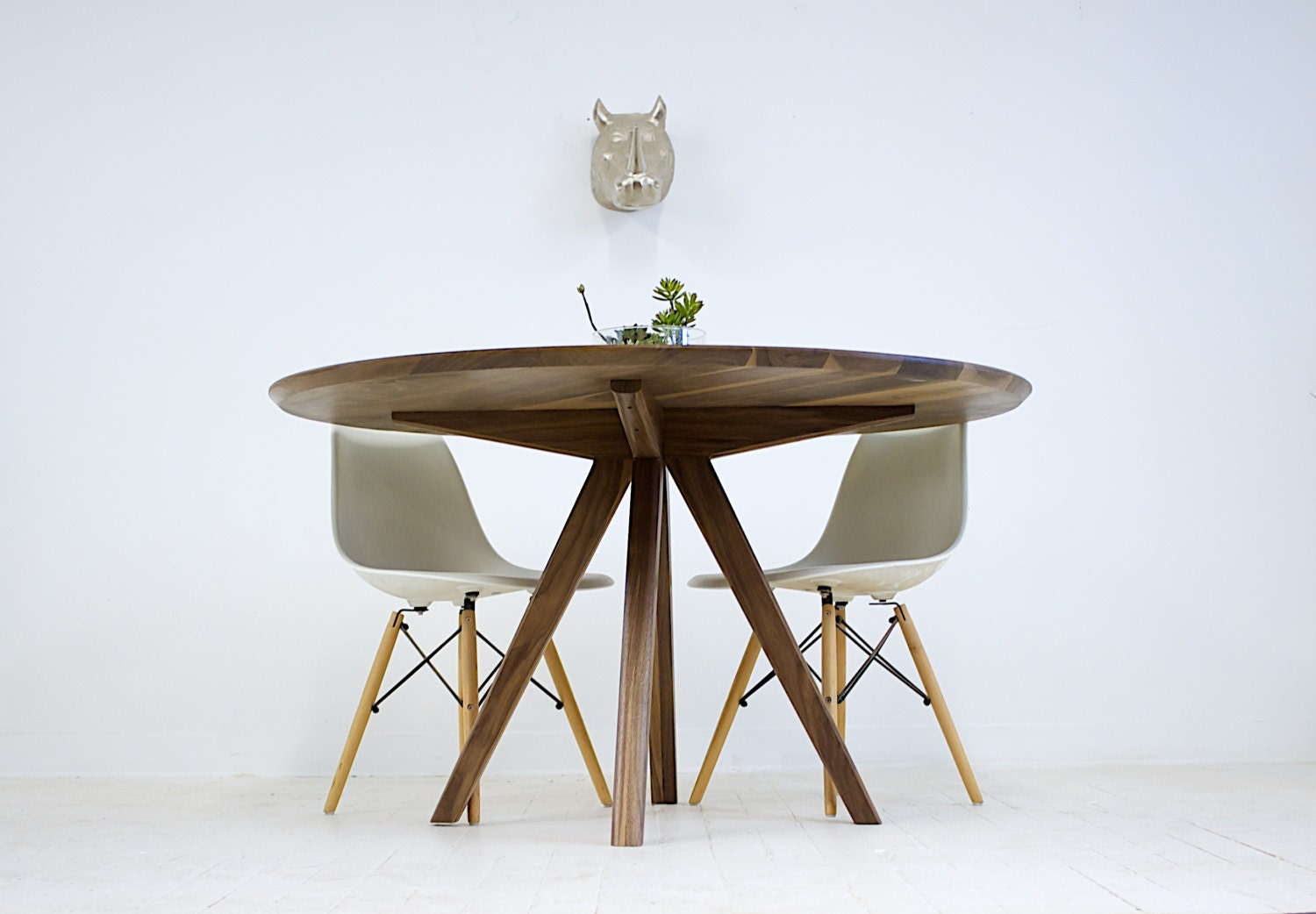 dining table round dining table modern dining table walnut. Black Bedroom Furniture Sets. Home Design Ideas