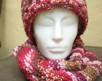 Hat and collar scarf in variegated red & pink