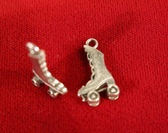 """10pc """"roller skates"""" charms in antique silver style (BC10)"""