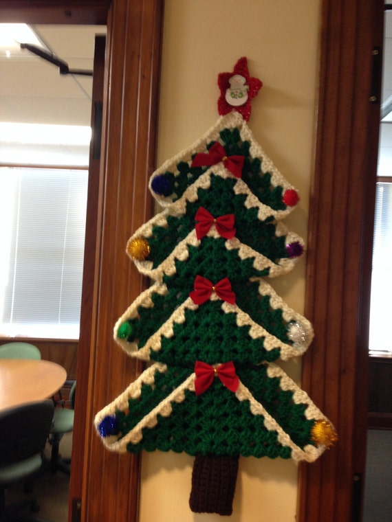Free Crochet Granny Square Christmas Tree Pattern : Crocheted Granny Square Christmas Tree Wall Hanging
