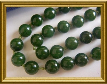 Lovely deep green Jade necklace reduced from E50 to E20!!