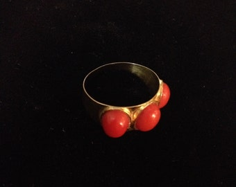 Vintage 18k Accents 3 Orange Coral  Ring Size 7.75