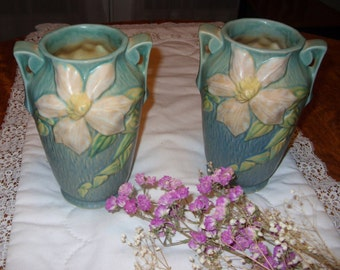 Roseville  Pottery Vintage 1940 White Clematis on Green Vase