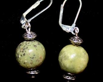 Round green stone  earrings