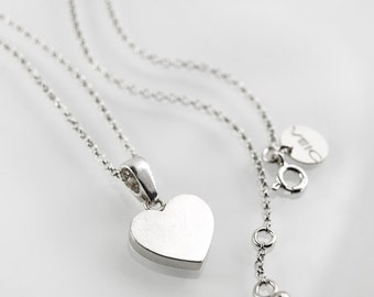 0143 - simple, lovely sterling silver metalwork necklace with heart