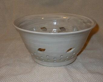 Leaves Ceramic Colander, 8.5 inches