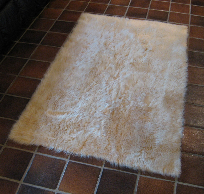 SQUARE 6' X 6' Beige Faux Fur Rug Non-slip Washable