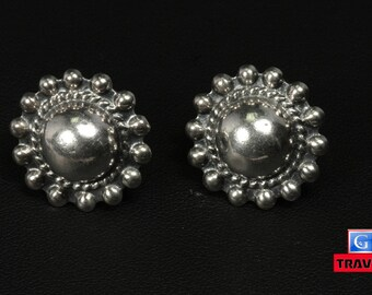 7.9 g Vintage Sterling Silver Flower Screw Back Earrings  FREE Continental US Shipping