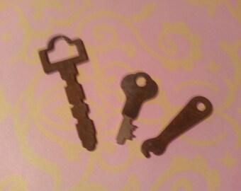 Sale Vintage Metal Keys Rusty Keys Antique Keys Small Keys Steampunk Jewelry Findings Gothic Jewelry Supplies Cabinet Keys Desk Keys