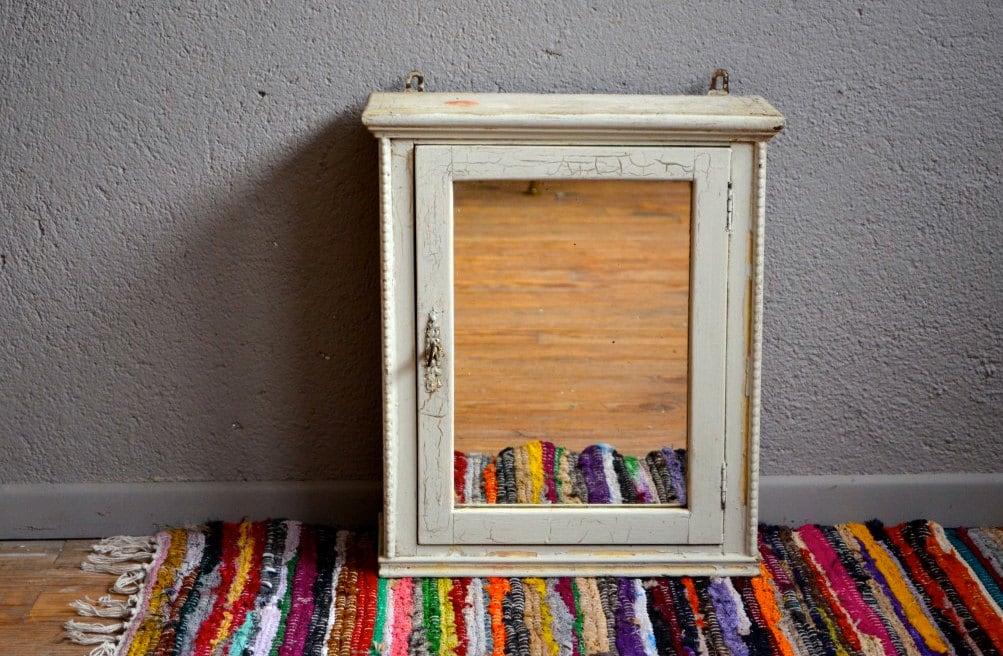 meuble de pharmacie vintage haute juice. Black Bedroom Furniture Sets. Home Design Ideas
