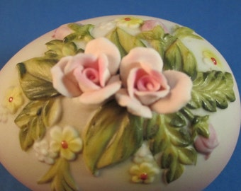 Lefton  Egg Trinket Box #377, Made in Japan