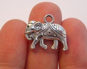 6 Antique Silver Elephants 20 x 17mm - Ref SC372