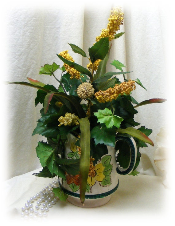 VINTAGE FALL ARRANGEMENT Up-Cycled Pitcher