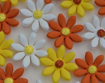 24 edible yellow, orange and white flowers. Edible sugar flowers. Flower cake toppers. Edible daisys.
