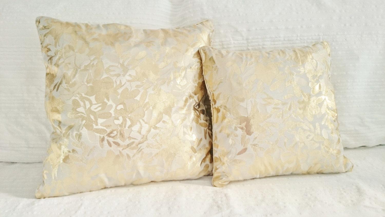 coussin dor et blanc cass tissu brocart haute par sunsuelle. Black Bedroom Furniture Sets. Home Design Ideas