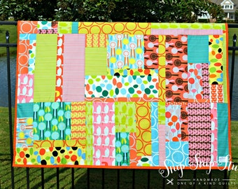 Quilt 00004 - Bright and Colorful Lap Quilt