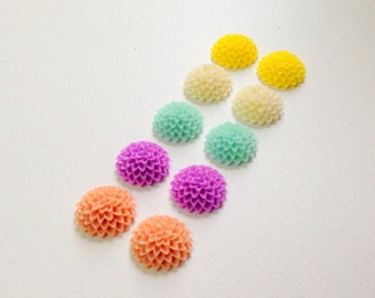 NEW - 15mm Resin Flower Cabochon - mum- QTY 10