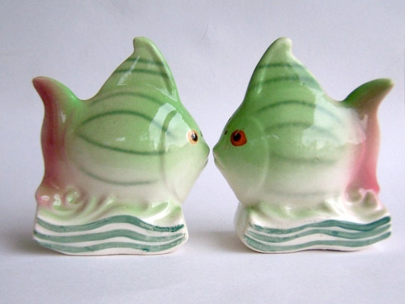 Vintage fish salt and pepper shakers tropical fish pastel for Fish salt and pepper shakers