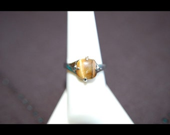 Vintage Silver and Brown Stone Ring - Classic Style - Womens Ring - Size 7 3/4 RVR15