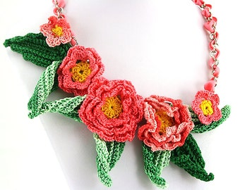Pink and green flowers crochet necklace
